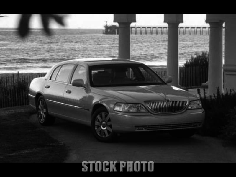 Used 2004 Lincoln Town Car 4dr Sdn Signature