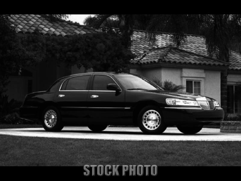 Used 2000 Lincoln Town Car Signature