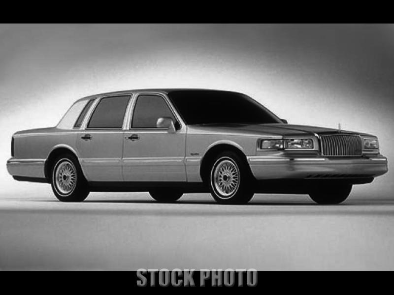 1997 LINCOLN TOWN CAR 4.6L V8 Gold 4-Door Executive Series Sedan - Lexington, KY